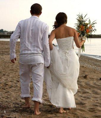 Beach Wedding Attire for the Groom [Slideshow]