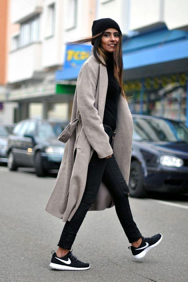 Tênis Calça jeans preta Blusão preto Casaco bege
