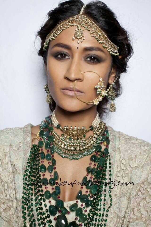 Model Wearing Indian Wedding Jewelry For Designer Sabyasachi Mukherjee Couture At Delhi Haute Fashion Week 2013