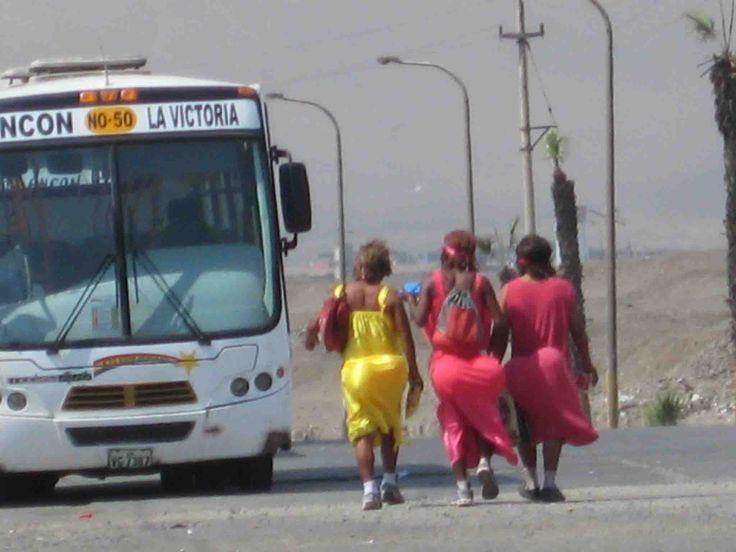 Travestidos regresando a casa. Puerto de Ancón
