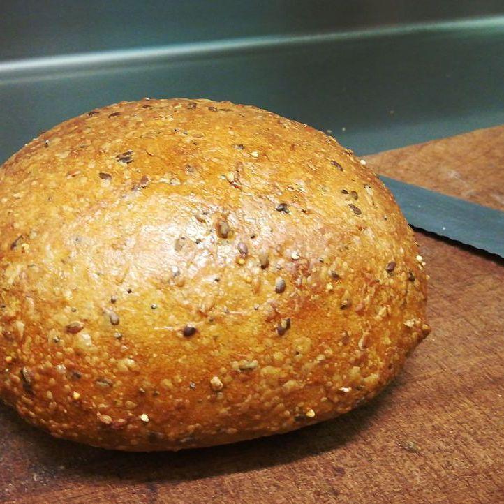 Pane ai cereali con mix di semi e lievito madre #instagood #foodporn #healthy #recipe #aosta #fenis #invda #chezhcdc. #bread #homemade #instafood #picoftheday
