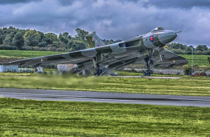 Moody. Powerful. Breathtaking. Vulcan XH558 found via Adrian Playfoot & the Vulcans, Victors & Valiants FB group Photo from Vulcan Fanatics Facebook page.