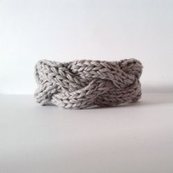 Knit your own bracelet! 4 different, easy and fast variations. (via A la Sascha)