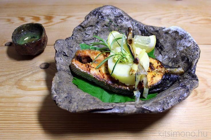Yaki sake magyarosan – grillezett lazac szőlőlevélen - Yaki sake magyarosan…