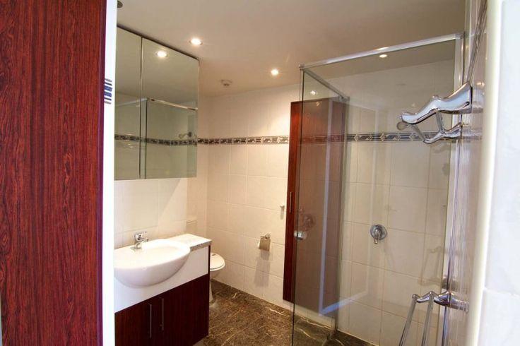 Promenade Apartments - Premium Bathroom - Serviced Apartments Surfers Paradise