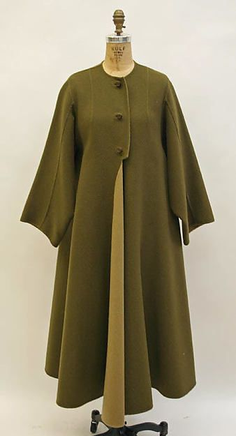 Attributed to Madame Grès (Alix Barton) - Coat  probably French late 1960s, early 70s. Wool