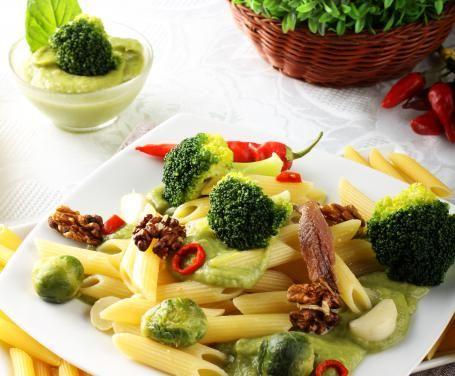 Penne noci e crema di broccoli