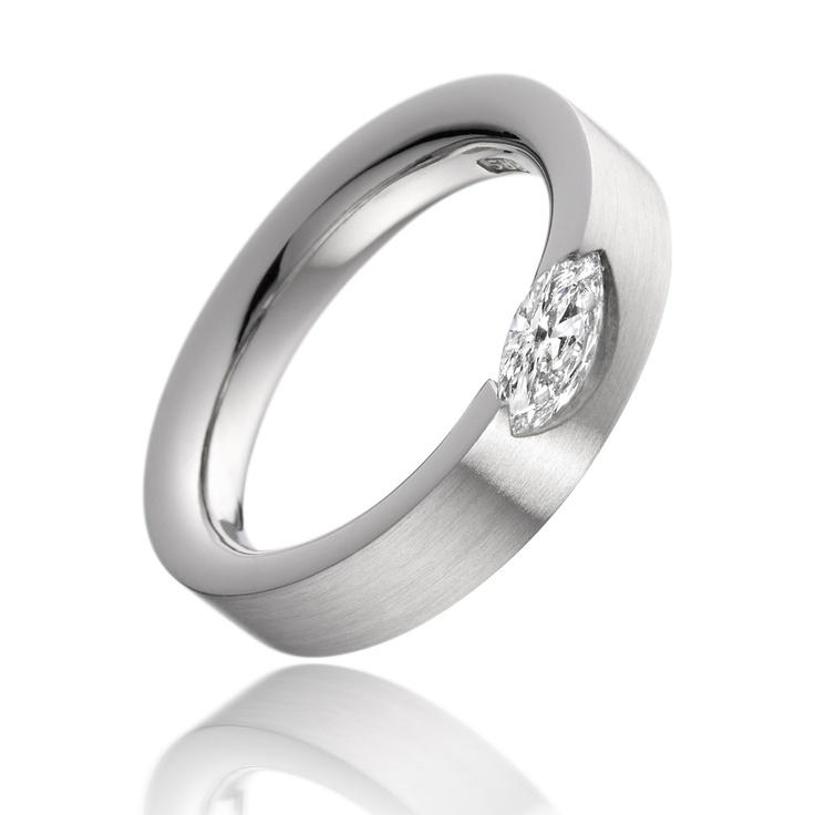 Paul Spurgeon - wedding ring + obrączka ślubna z platyny z bardzo nietypowo oprawionym brylantem.