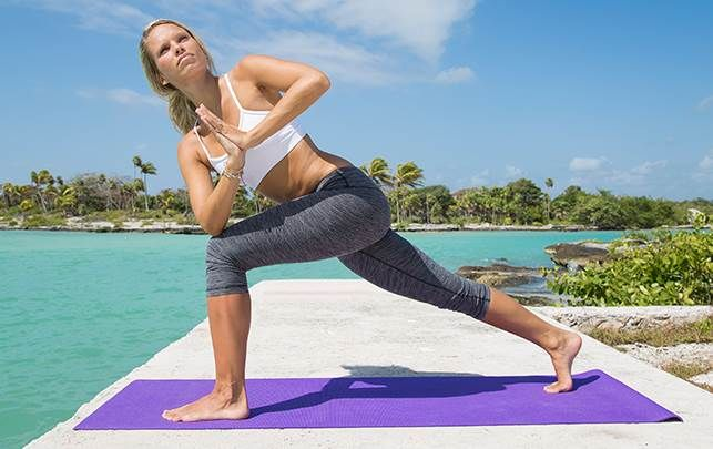 Der er mange bonusser ved en stærk og veltrænet mave. Se yogainstruktør Tine Falkenberg Holsts fem simple maveøvelser med stor effekt for hele kroppen.