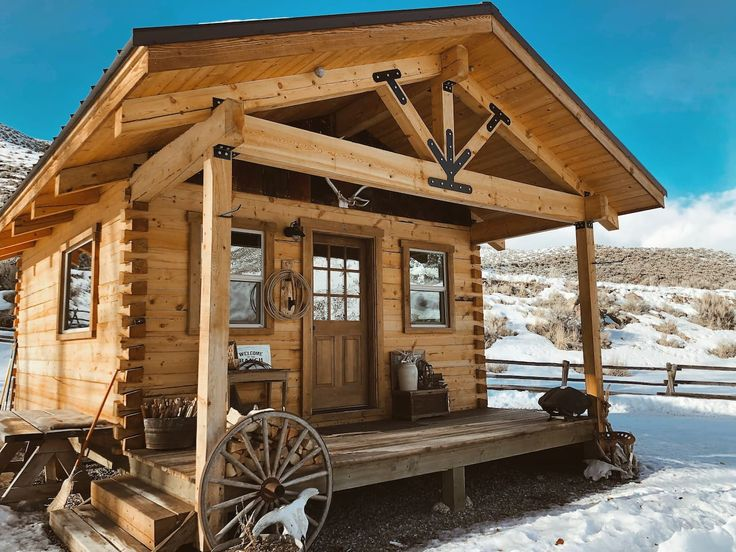 I Bar Ranch One Of A Kind Off Grid Cabin Cabins For Rent In Challis Idaho United States In 2020 Cozy Cabin Cabin Off Grid Cabin