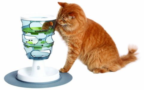 The Catit Senses Food Maze makes your cat work for treats or dinner. A great thinking game for cats, it will entertain your cat while also promoting an active lifestyle.
