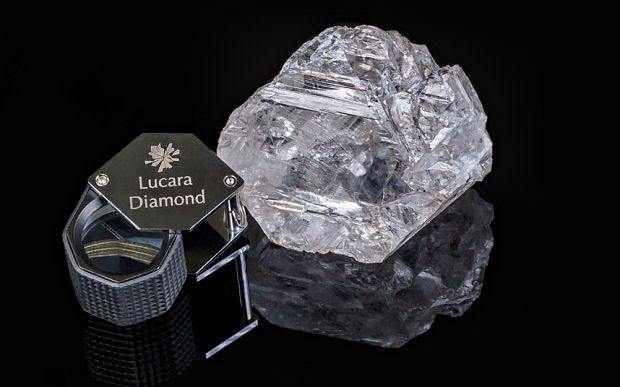 Un diamante di eccezionali dimensioni, paragonabili a quelle di una pallina da tennis è stato trovato in Botswanae si tratta del secondo diamante più grande del mondo. Era un secolo che non si trovava un diamante di queste dimensioni, superiore ai 1000 carati, secondo solo al famoso Cullinan che fu impiegato per la corona reale.…