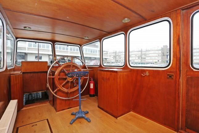 A room that moves you - wheelhous on a working Dutch barge, March '17