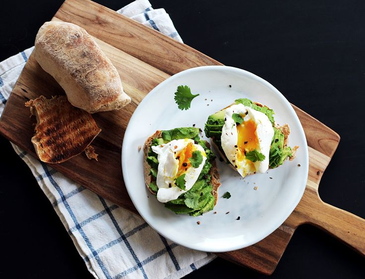 Avocadotoast med pocherede æg