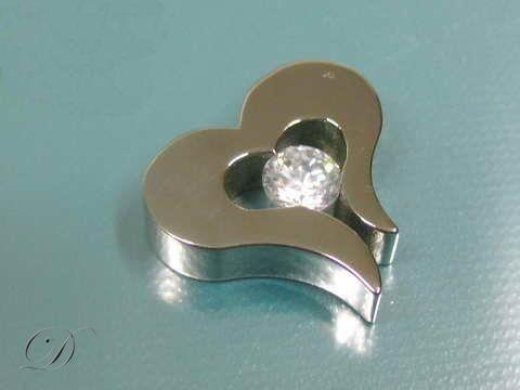 Prívesok,chirurgická oceľ - srdce so zirkónom  | Oceľové šperky a kožené náramky.