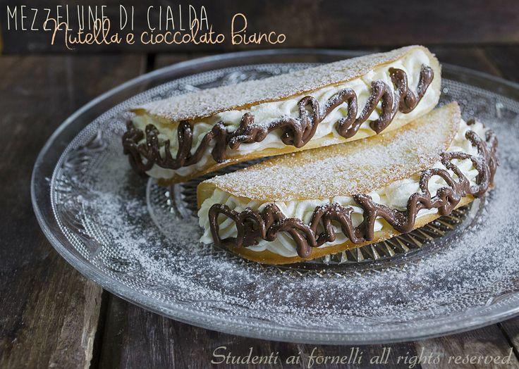 Mezzelune di cialda nutella e cioccolato bianco http://blog.giallozafferano.it/studentiaifornelli/mezzelune-di-cialda-nutella-e-cioccolato/