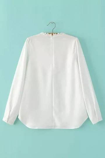 La blusa está hecha en un suave tejido ligero y cuenta con encajes inserto yugo, zip cierre en la espalda y bajo redondeado. Es versátil y disponible en muchas ocasiones. Combínalo con unos vaqueros de cintura alta o pantalones calientes.