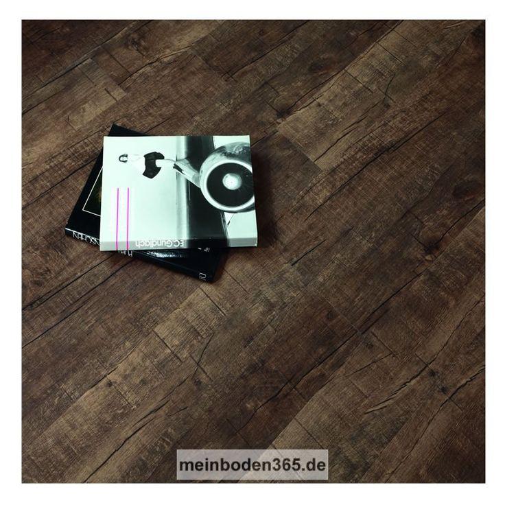 Das Vinyl Bonn in dem Dekor Eiche Antik extra dunkel ist ein LVT Designboden mit einem 3-Schicht Aufbau und PVC Träger. Der Vinylboden hat eine Stärke von 5 mm, die Oberfläche ist eine Porenstruktur und besitzt eine Nutzschicht von 0,55 mm. Ein spezielles Klicksystem (LOC) verbindet die Dielen, welche zudem eine umlaufende Fase besitzen. Die Verlegung des Bodens erfolgt schwimmend auf einem festen Untergrund. Der Boden ist auch zu 100% recyclebar.
