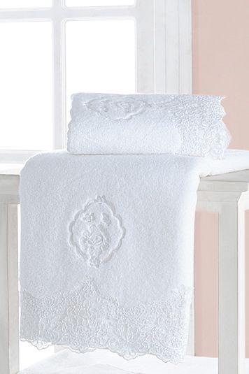 Nádherná snehobiela farba sa skvele dopĺňa s jemnou, až filigránskou výšivkou a prekrásnou čipkou.