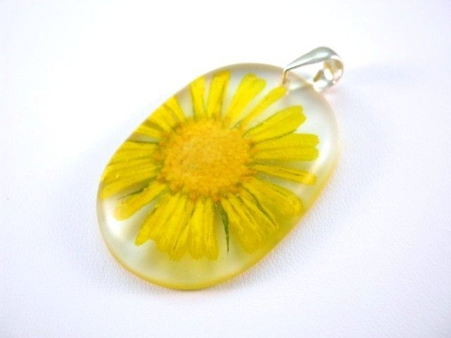 Flower of Marigold preserved in resin. http://en.dawanda.com/product/49223706-Anhaenger---Ringelblume---925-Silber