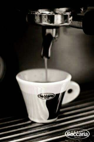 Când te trezești, nu uita sa să respiri, să gândești, să te bucuri, să iubești.  Incepe dimineata cu un mic dejun bun si o cafea perfecta.