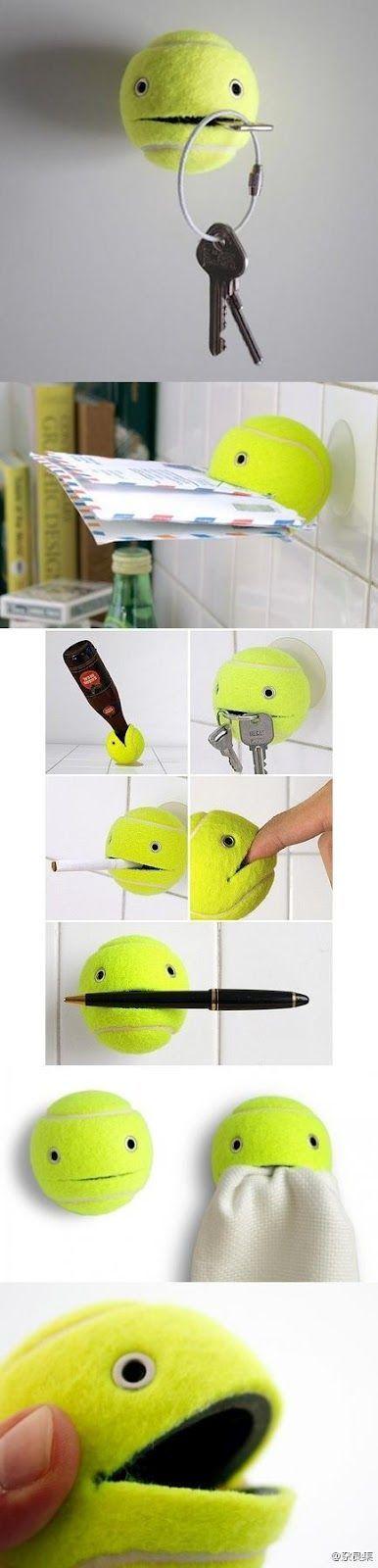 Porta-chaves divertido feito com uma bolinha de tênis.