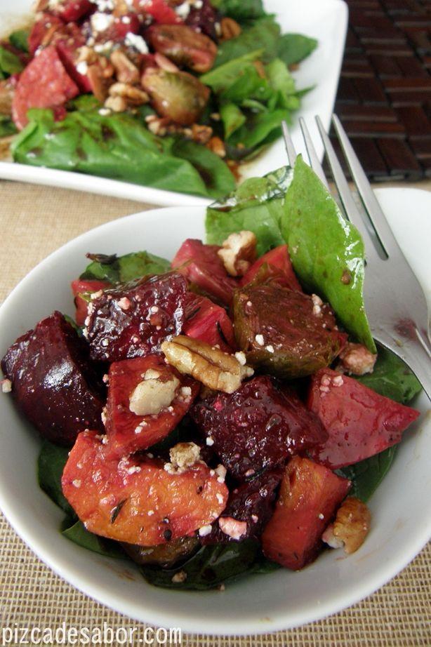 Ensalada tibia de vegetales rostizados al tomillo con feta y nuez | http://www.pizcadesabor.com/2012/12/17/ensalada-tibia-de-vegetales-rostizados-al-tomillo-con-feta-y-nuez/