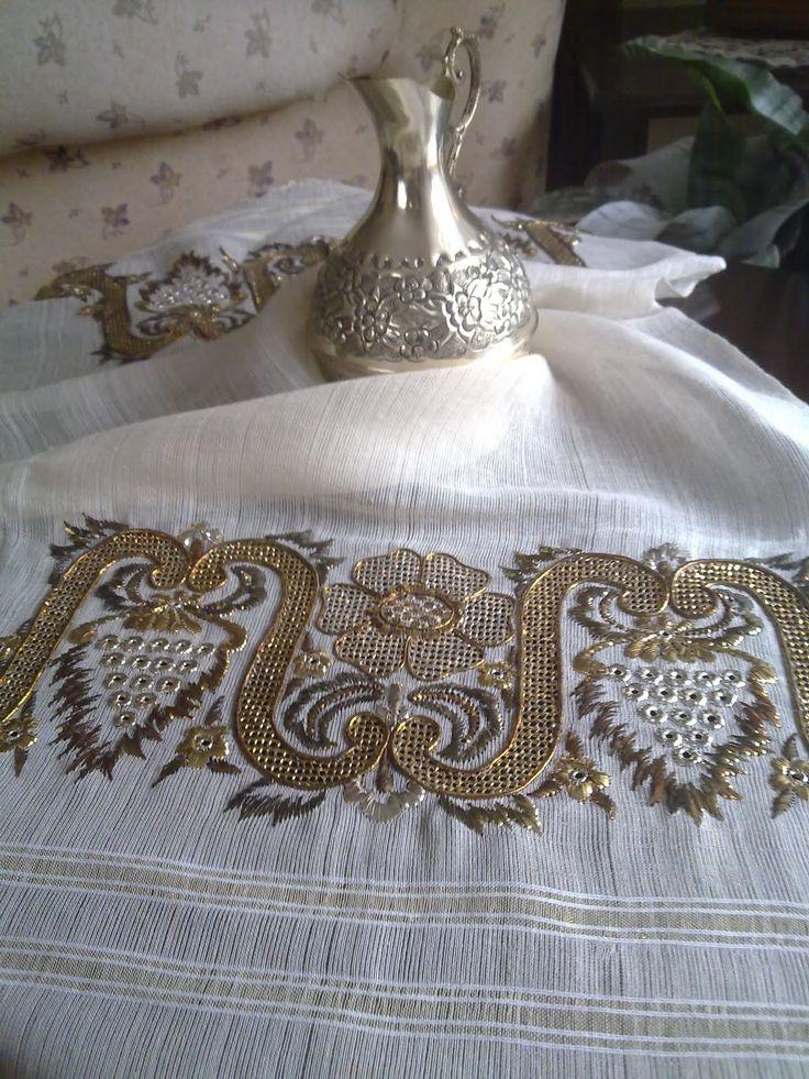 Bu işimde altın, altın eskitme, gümüş renklerini kullanarak tel sarma tekniği  ile muşabak ve hasır iğne yöntemi birleştirerek yaptım.Bu...
