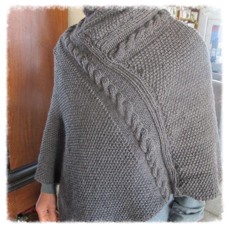 Poncho crée par les Sisters in Wool