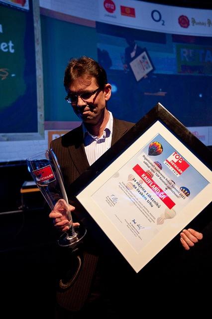 Nejvíce zákaníků na českém trhu měl v roce 2012 Kaufland. Cena Top Retailer se předával na konferenci Retal Summit.