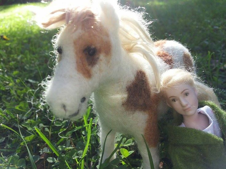 Maggie, doll by Taru Astikainen and Honey, pony by Hanna Meronen