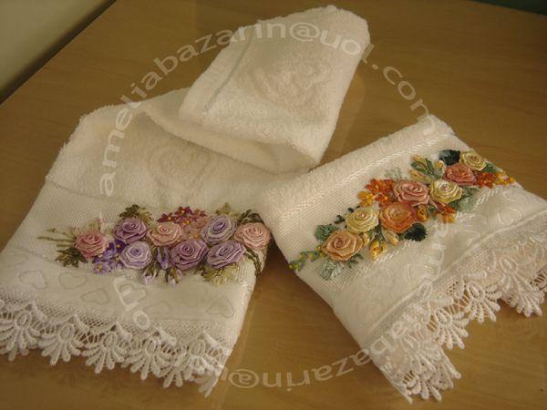 Toalha de Lavabo bordada com flores de fitas em cetim