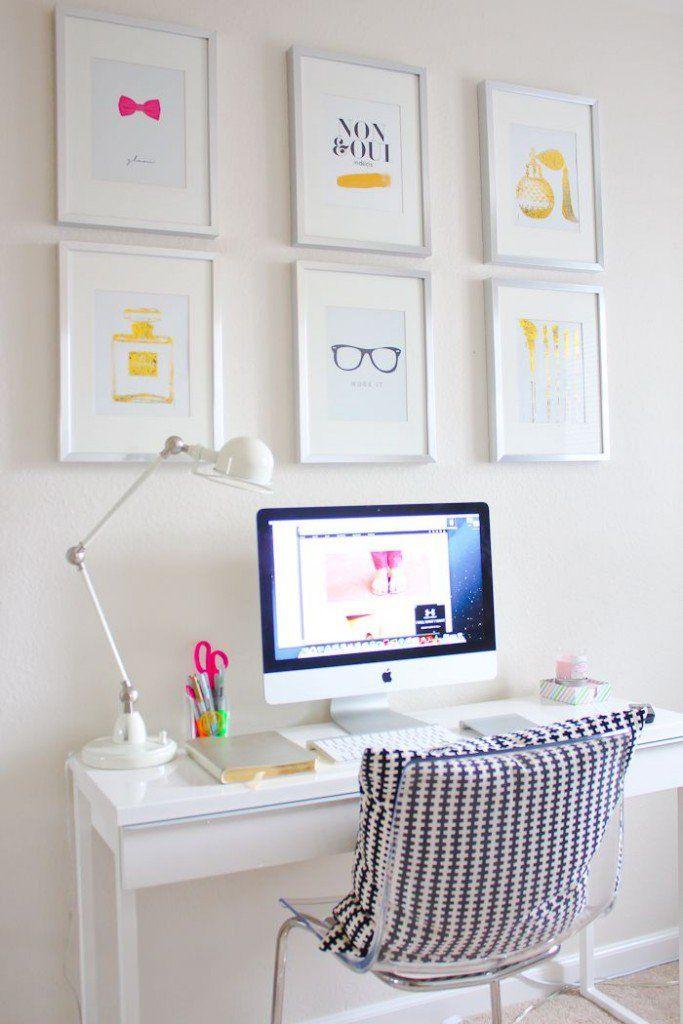 Quadros dispostos de maneira uniforme e com desenhos que conversam entre si, é uma maneira muito jovial de mostrar seu estilo na hora de decorar seu escritório