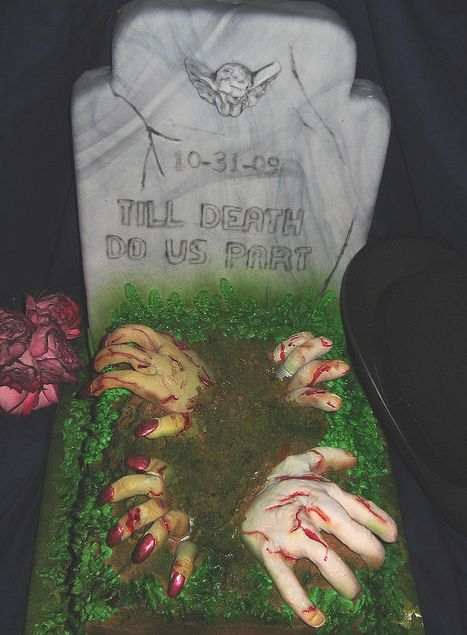 In honor of Halloween, some culinary artists are corrupting the sweetness of cake, fondant, and molding chocolate by transforming them into horrifying, ghoulish sculptures. Wounded zombies dripping...