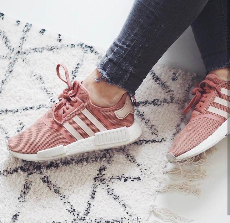 adidas Original NMD in rosé-white/rosa-weiß // Foto: audreymayer (Instagram)
