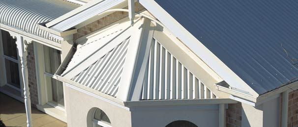 Colorbond Seamist (roof). complimentary paint colours: Paperbark ® Dulux Natural White ® Dulux Milton Moon ® Haymes Intrigue ®