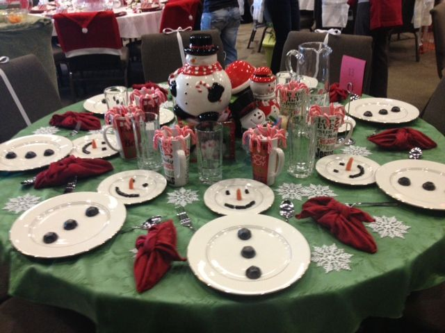 Cute kids table Idea.  Christmas/ winter decor ideas. Table setting. Christmas Dinner