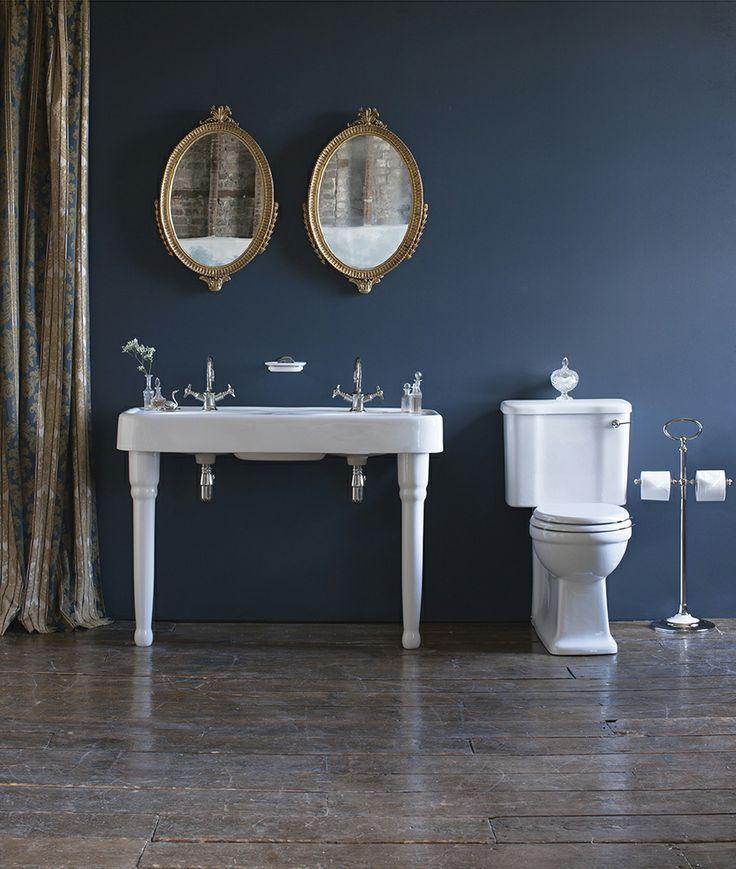 Salle de bain baroque, noire et dorée... #TheBeautyHours