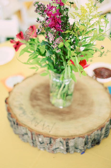 bouquets on birch slabs: Wildflowers Centerpieces, Belle Jars, Idea, Tables Centerpieces, Wood Slices, Mason Jars Centerpieces, Wedding Centerpieces, Trees Stumps, Tables Decor