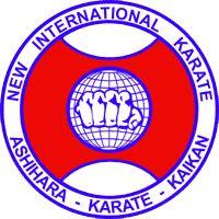 Этот стиль частично основан на Кёкусинкай и техниках дзюдо, которые изучал Хидэюки Асихара, а также на оригинальных техниках и приёмах, которые он сам разработал и преподавал своим ученикам. Стиль позиционируется как очень практичный и известен тяжёлыми тренировками.  Ядром техники этого стиля является принцип Сабаки. Наряду с техниками различных школ Будо в различных сочетаниях этот принцип даёт занимающемуся сильное, быстрое оружие и внутреннюю собранность.  Система цветности поясов в…