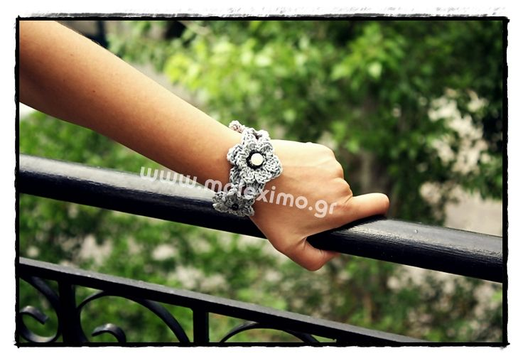crochet grey flowers bracelet