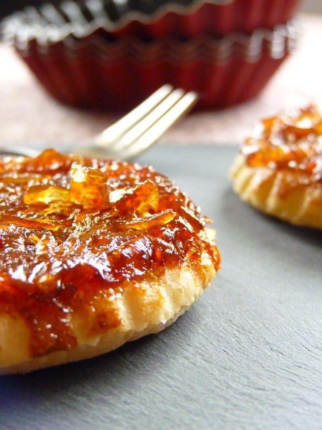 Tartelettes tatin d'oignons, pâte brisée à l'huile de noix.