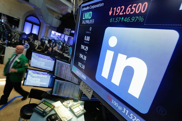 Microsoft is adding a LinkedIn-powered resume building feature to Word for Office 365 subscribers, the companies said Wednesday.                  Microsoft paid $26.2 billion in cash to buy LinkedIn last year, and the new Resume Assistant feature is the latest example of how the Redmond, Wash., software giant is using the professional social network's data and artificial intelligence technology.                  Resume Assistant will pop up when a Word user opens a resume with the word pr...