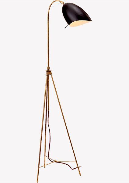 Напольный светильник, который делает уютнее любой интерьер: от самой строгой классики до пестрого фьюжна. Элегантный источник света идеальной высоты и пропорций. Торшер дает очень теплый свет и мягко освещает выбранный уголок как ранним утром, так и темной ночью.Светильник может быть выполнен в разных отделках: полированный никель или состаренная латунь – два ярких характера на самый изысканный вкус.
