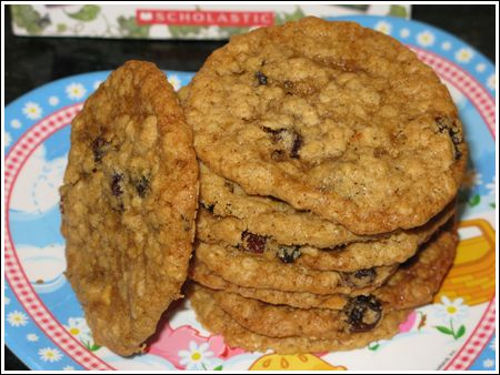 Thin and Chewy Oatmeal Cookies. Just what I have been looking for. Sounds perfect to make for an after school treat for this gloomy day.