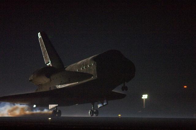 space shuttle landing at night - photo #45