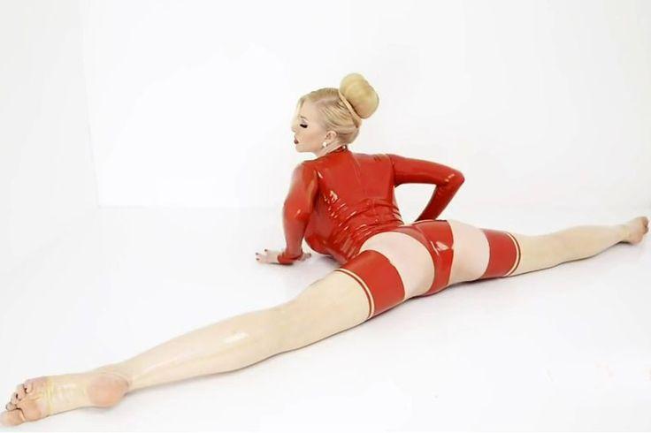ТОП-100 сексуальных девушек в спорте https://mensby.com/video/entertainment/6924-top-100-sexiest-women-sports  Упругие попы, мощные ноги, крепкие руки и накачанные тела спортсменок. Самые сексуальные и интересные девушки в спорте. Спорт всегда полон красивыми женщинами, которые обладают невероятными, горячими и провокационными телами. ТОП-100 сексуальных и красивых девушек в спорте.