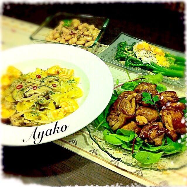 昨日のアヒージョオイルを使って、パスタ作りました♪やっぱり、美味しい - 148件のもぐもぐ - きのことアンチョビのファルファッレ、鶏肉のバルサミコ酢ソテー、スティックセニョールのポーチドエッグ乗せ、ツナと白いんげん豆のサラダ by ayako1015