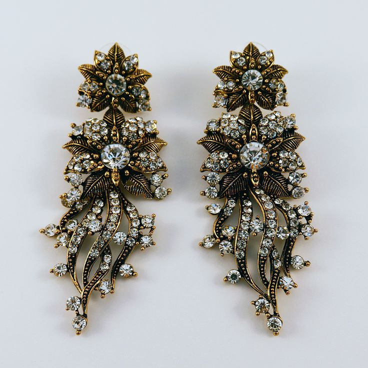 Ava: These show-stopping earrings look way more expensive than their affordable price tag and will make a great stocking filler! Find them here: http://www.eleanorhalljewellery.com/collections/christmas/products/ava