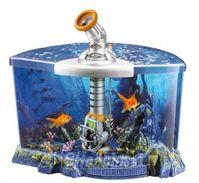 Et flot akvarium med indbygget teleskop som lader dig observere fiskene tæt på i flotte omgivelsene. Teleskopet kan roteres, og en foderstation lokker fiskene